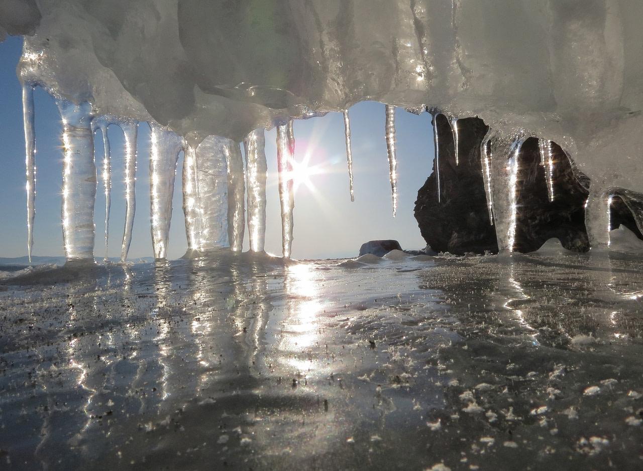 glare effect icicles sunburst light
